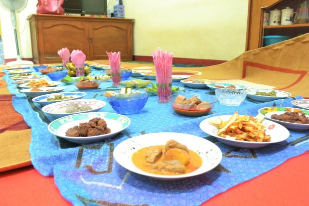Makanan yang dihamparkan